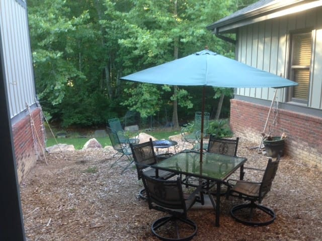 """Whimsy"" Unexpected 16 Acre Retreat - Johns Creek - Talo"