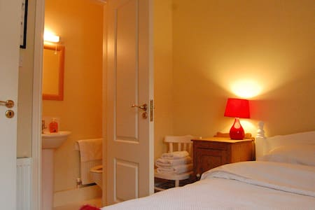 Room type: Private room Bed type: Real Bed Property type: House Accommodates: 2 Bedrooms: 1 Bathrooms: 3
