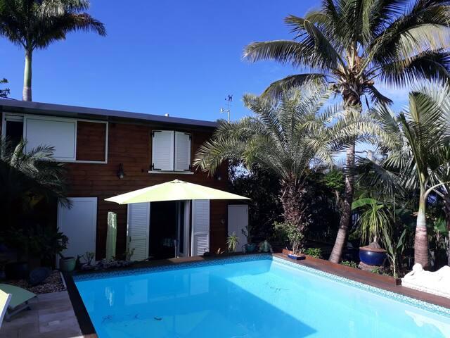"""""""Les Poivriers"""" T3 calme, belle vue, piscine + spa"""