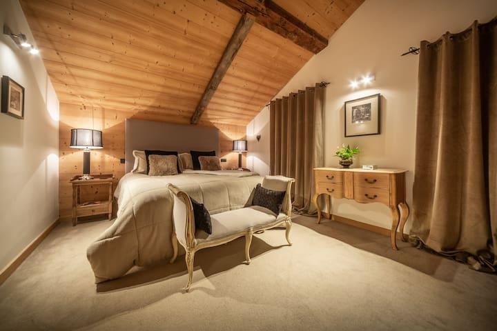 Ensuite double room in a boutique chalet - room 3