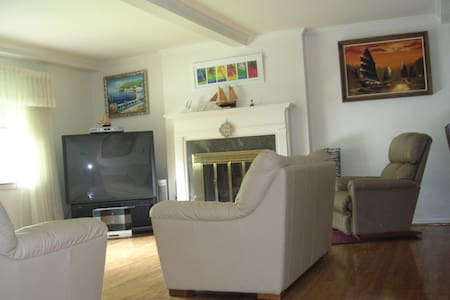 Quiet House close to University and Hospital - Huntington - Dům