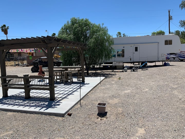 Bring your RV and camp in our backyard!! Hook ups!