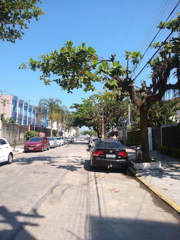 Apartamento 100 mts da praia da Enseada Guarujá.