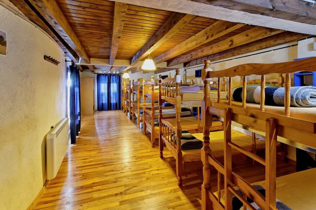 Àmplia habitació de lliteres per a grups