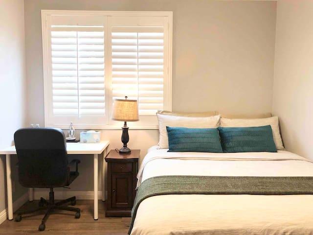 C. Super clean bright elegant room干净整洁舒适简约雅房近罗兰岗