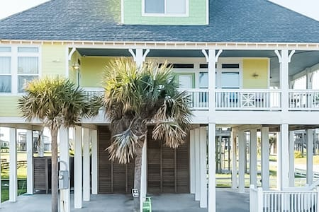 NEW LISTING! Sunny retreat w/ beach access & ocean views - perfect for families