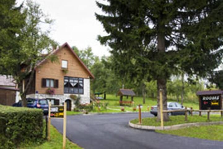 Javorina House - Jezerce - Gästehaus