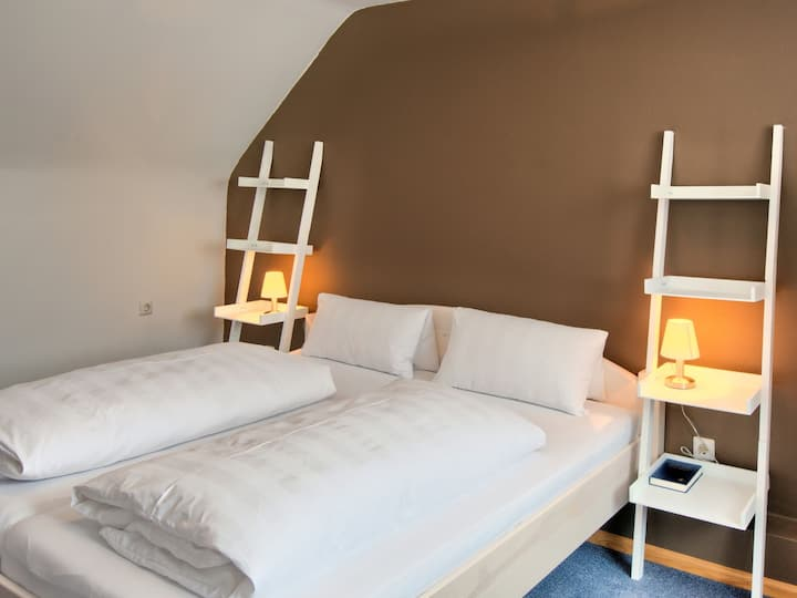 Gasthaus - Pension zum Bären, (Vogtsburg-Oberrotweil), Doppelzimmer mit Dusche/WC