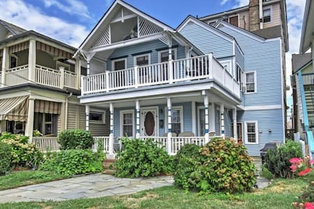 1BR + Loft Ocean Grove Home on Beach Block! - ネプチューン村