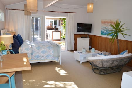 Private Garden Bungalow in a Seaside Village - 奥克兰 - 小平房