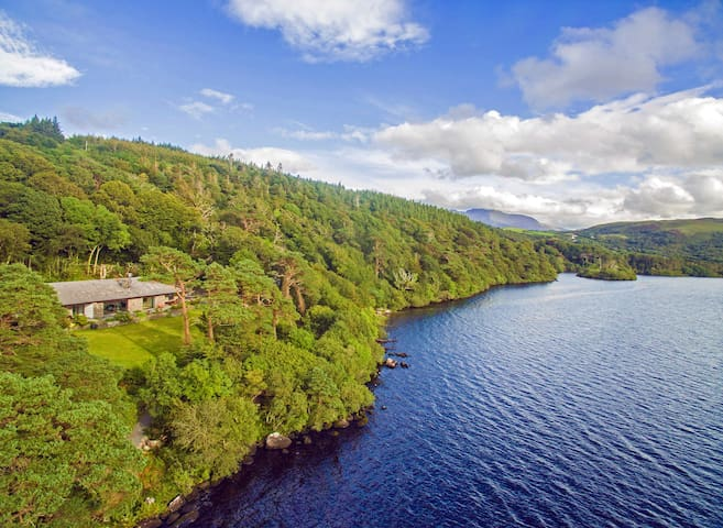 Caragh Lake House - Stunning 180° lakefront views!