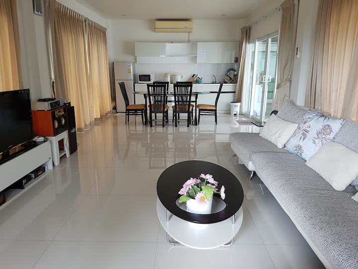 Sea View Pattaya House,4 Bed Rooms & 1 Living Room
