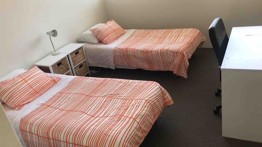 Single Bed in shareroom close to UNSW City & Beach