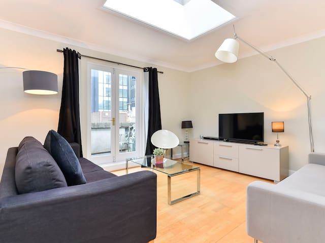 Lovely and bright one bedroom apartment on great central location