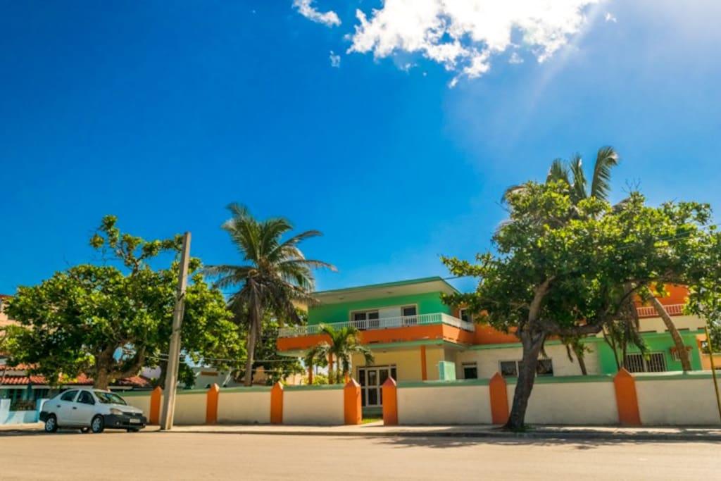 Ocean Villa Mar. Exteriores, pato y piscinas