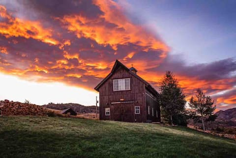 Magnificent Barn House-near Fort Collins/Loveland