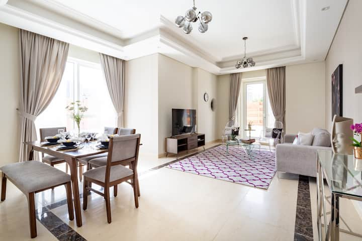 High Quality Living in This 2BR Apt in Downtown Dubai - Sleeps 6!
