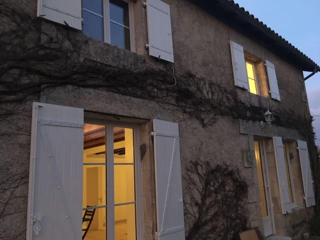 chambre dans maison à la campagne 10 min Poitiers
