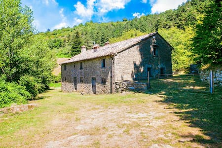 Rustic Farmhouse in Cortona with Private Garden