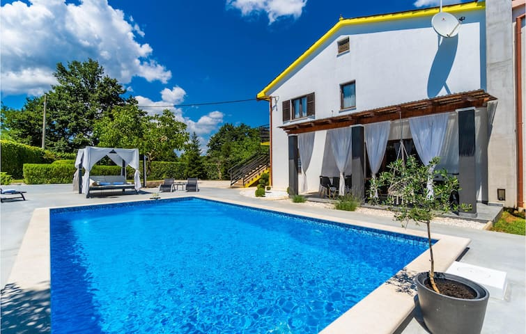 Stunning home in Svetvincenat with WiFi and 3 Bedrooms