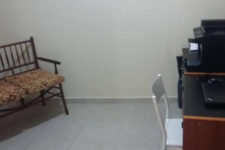 ESPAÇO PRIVATIVO EM CASA DE FAMÍLIA - แคมปินัส - บ้าน