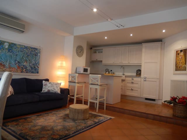 Comfortable apartment in villa with pool - Rom - Wohnung