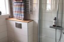Shower and toalett bathroom upstairs