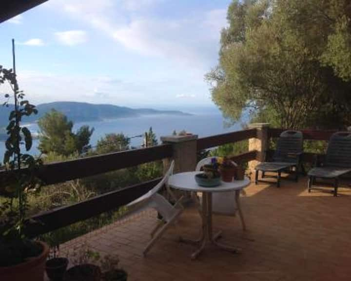 House with 2 bedrooms in Olmeto, with wonderful sea view, furnished garden and WiFi