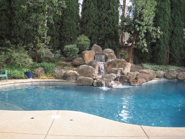 Spacious Home That is Great for Groups! - Elk Grove - Hus