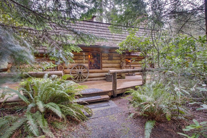 Rustic, pondfront log cabin with private hot tub & wood fireplace