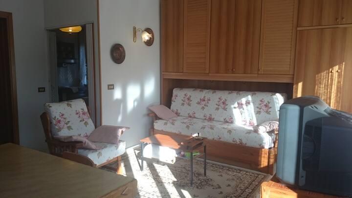 bilocale in casa indipendente con ampia terrazza