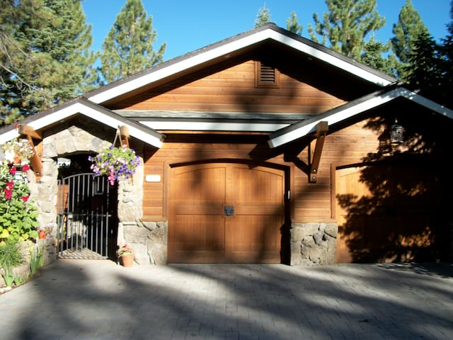 A Cottage Nestled in the Pines - South Lake Tahoe - Casa