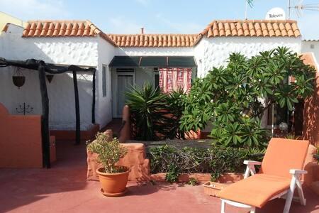Nettes Apartment (2Zi,Kü,Bad) auf dem Dach - San Bartolomé de Tirajana