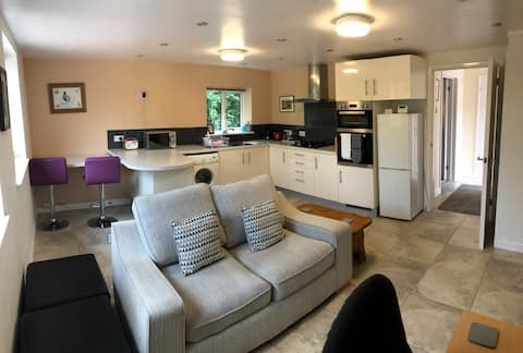 Spacious self-contained ground floor flat
