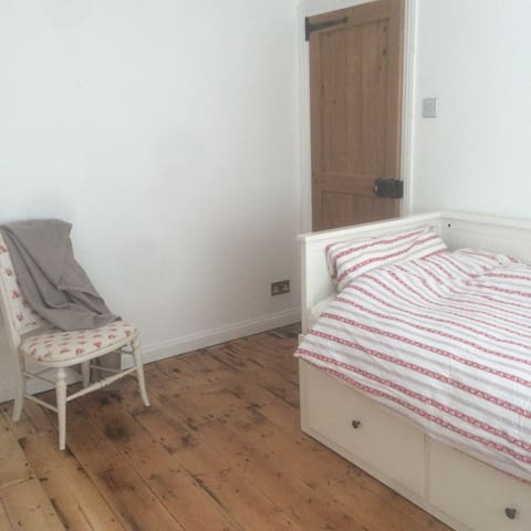 Pear Tree Cottage - Bognor Regis