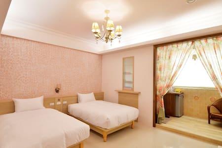 東港大鵬灣芳鄰民宿(funny bnb)-B302粉浪漫二人房 - Donggang Township - Bed & Breakfast