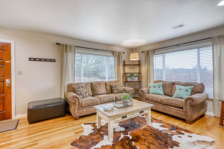 Quiet & comfortable house w/gas grill - drive to beaches & amazing sunset spots!