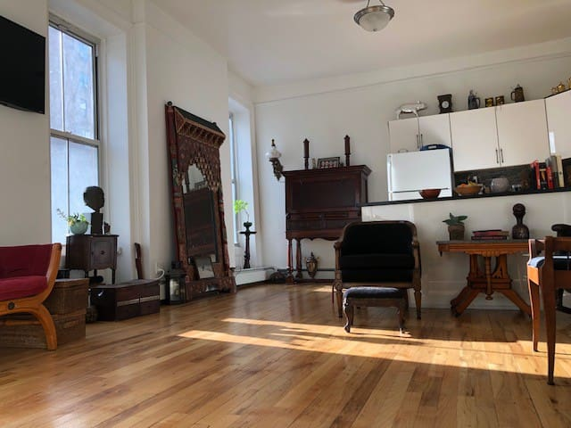 Beautiful, eclectic large Soho-Tribeca 2-Bed Apt