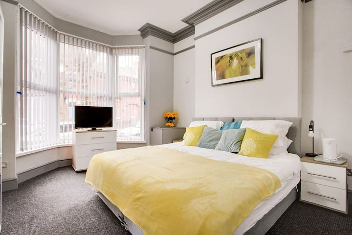 Quality Serviced Accommodation - The Sunrise Suite