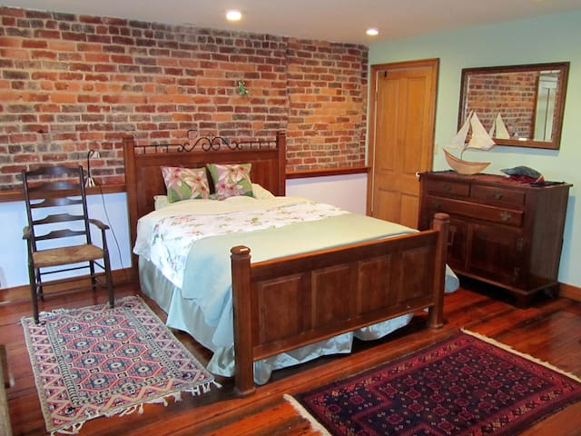 Historic romantic  apt near downtown on the river - Charlottesville - Apartment