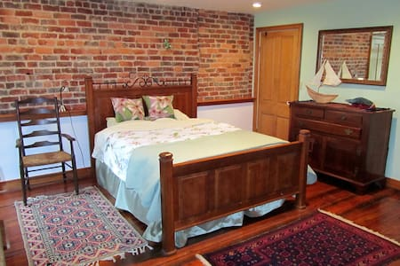 Historic romantic  apt near downtown on the river - Charlottesville - Lejlighed