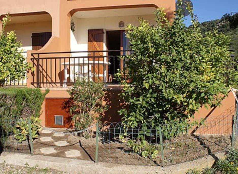 Vue extérieure de l'appartement avec sa terrasse de 15 m2