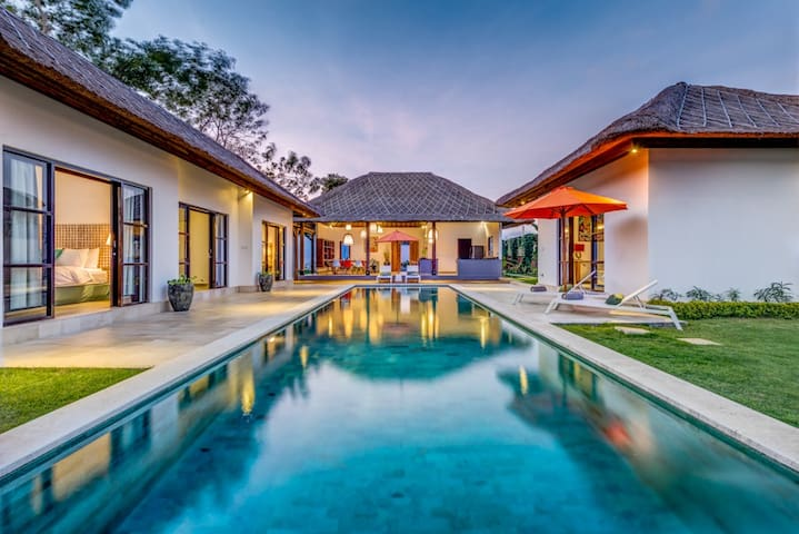 Beautiful new villa,large pool  - Sul de Kuta - Casa de campo