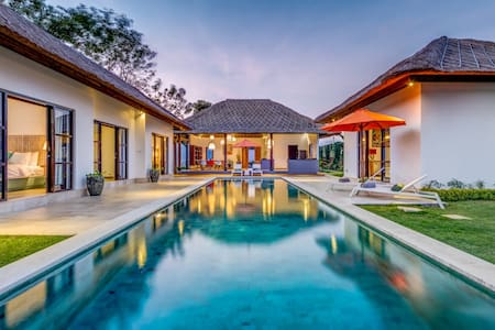 Beautiful new villa,large pool  - 南クタ