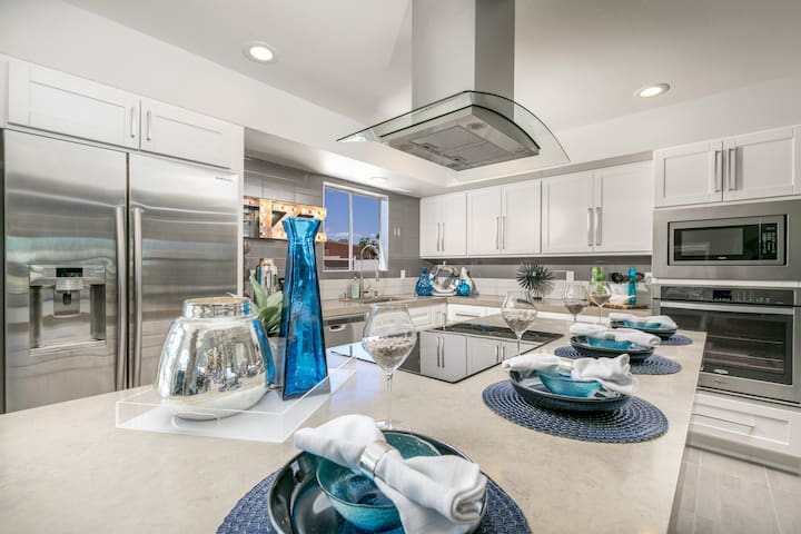 GORGEOUS MODEL HOME close to the Strip!
