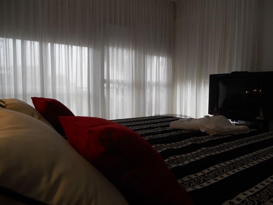 Cortinas y bloqueador solar rollers, Toallas y ropa de cama, TV cable