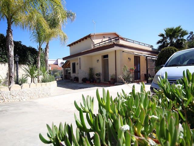Casa Vacanze Villa Clarissa immersa nel verde