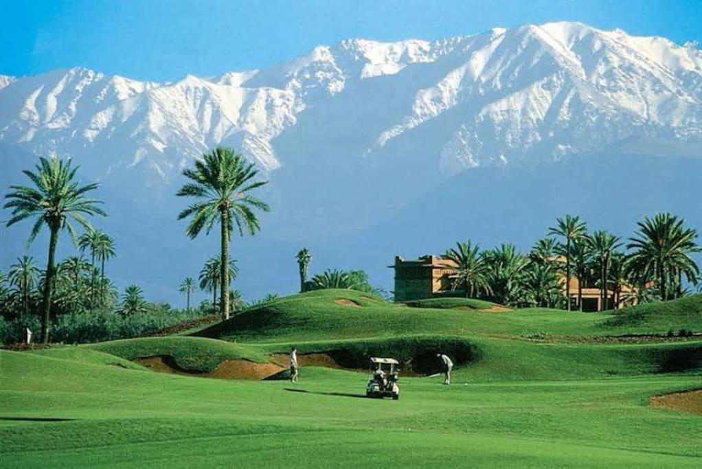 Golf sous les montagnes de l atlas a Marrakech