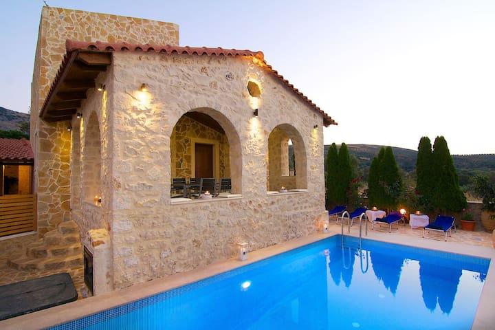 Unique villa design, wonderful areas!