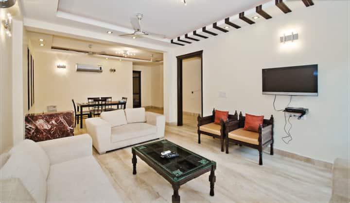 CLEAN APARTMENT 3 BHK SOUTH DELHI